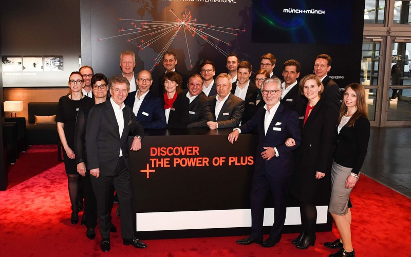 Münch+Münch EuroShop - Gruppenfoto am Messestand